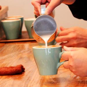 福岡・平尾にオープンしたばかりのカフェ『エトワールコーヒー』のラテアートセミナーに行ってみました。