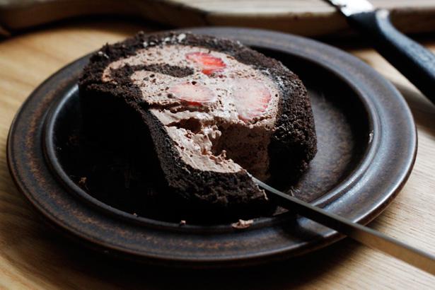 期間限定 千疋屋のいちごチョコレートロールケーキ