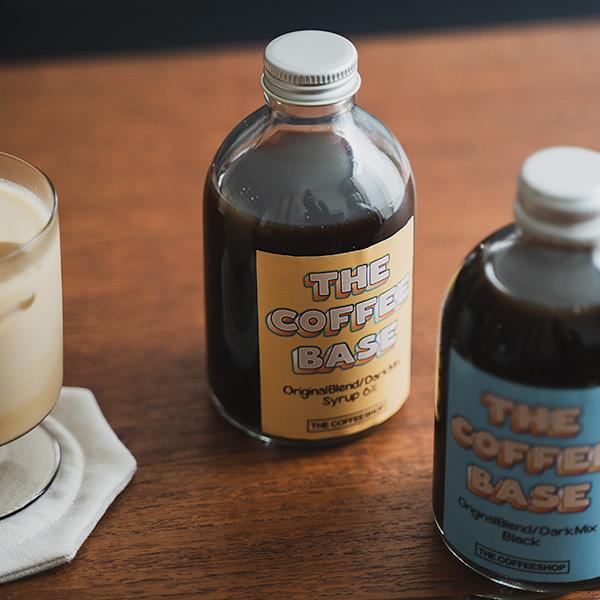 THE COFFEESHOP のカフェベースと、コーヒー豆。