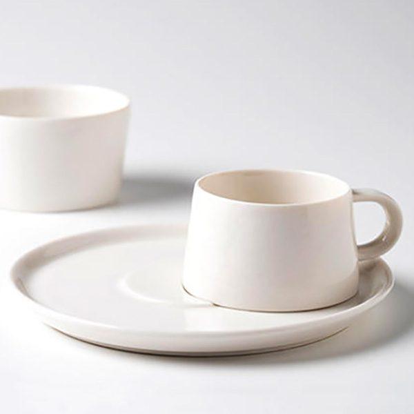 フィンランドで廃番となったデザインを有田焼で復刻!  ARTE ARITA のコーヒーカップ&ソーサー『moi /モイ』