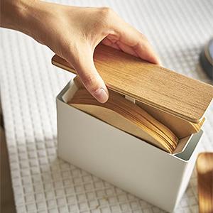 山崎実業から発売された『蓋付き コーヒーフィルターケース』、絶対欲しいかも。